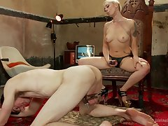 Disciplining and a strapon sex is Lorelei Lee's idea of a perfect sex