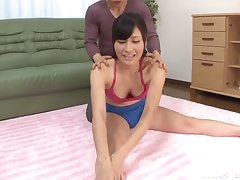 Flexible Asian chick Kiyuri Aoki gives a handjob and sucks
