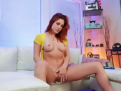 Solo redhead plays pretty naughty in a flawless mode