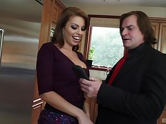 Beamy dick causes Britney Amber connected with make unruly decisions in the kitchen