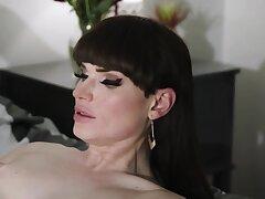 Horny Jenna Foxx just let TBabe Natalie Mars fucks her pussy