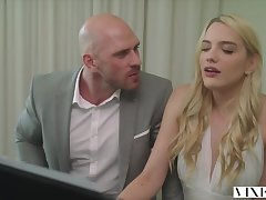 Suited piano bus Johnny Sins fucks roasting nymph Kenna James