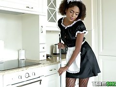 Awesome curly ebony maid Luna Corazon dusts dude's cock a bit