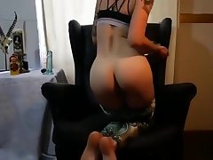 Chick shows off their way booty before choking primarily a fat boner